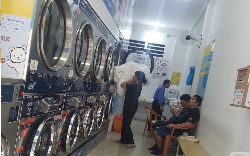 Phân biệt loại hình kinh doanh giặt là công nghiệp, giặt là truyền thống và giặt sấy tự động hiện đại
